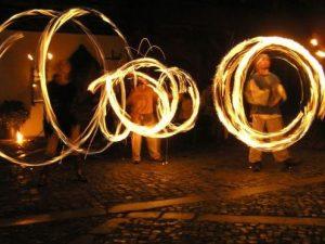 Žonglérská ohňová show